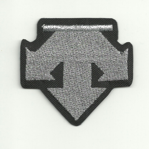 embroidery  patch  DESCENTE LOGO  5cm x 5cm